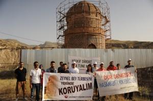 Protest gegen die Übersiedlung des Zeynep Bey Grabmals (04.06.2016, (c) Hasankeyf Girisimi)